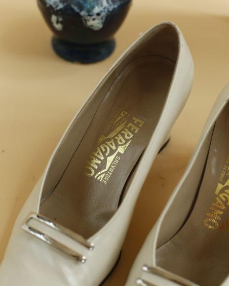 « Chaussures Salvatore Ferragamo » par Oldē Paris / Peut se porter en journée et soirée.Numéro de série à l'intérieur. Cette pièce est Made in Italy.