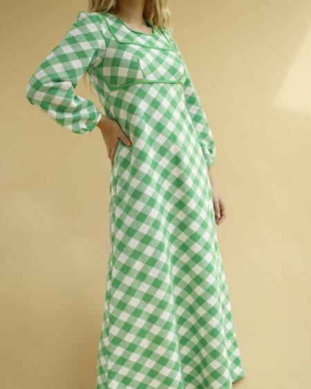 « Robe longue à carreau en laine » par Oldē Paris Peut se porter en journée et soirée Fermeture le long du dos Détails sur le devant Manches ballons