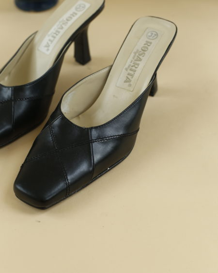 « Mules noir en cuir Rosarita » par Oldē Paris / Peut se porter en journée et soirée. Jamais portées. Aucunes traces. Travail du cuir sur le devant